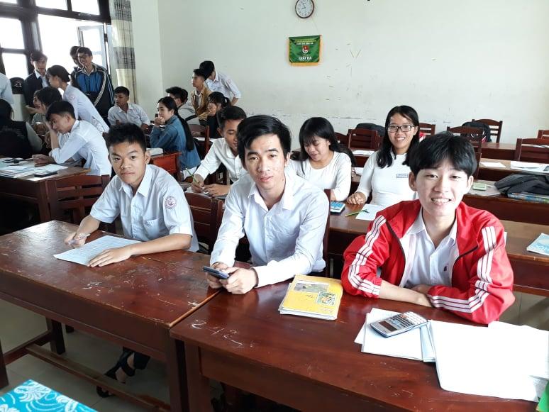 Nhóm học sinh Trường THPT chuyên Nguyễn Bỉnh Khiêm chiến thắng trong cuộc thi Olympic du học Nga môn Vật lý. Ảnh: C.N