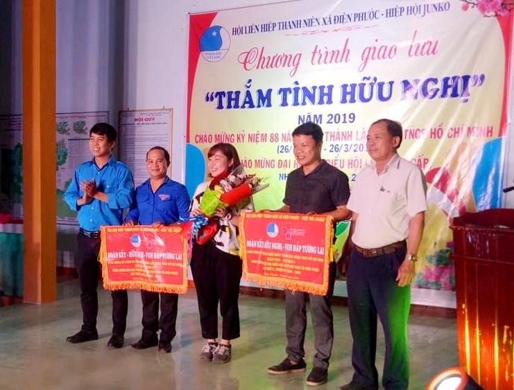 Representatives of Dien Phuoc youths and the Junko Association.