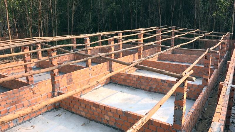 Nhiều hộ dân còn đầu tư xây dựng hệ thống công trình quy mô tựa như trang trại. Ảnh: Đ. C