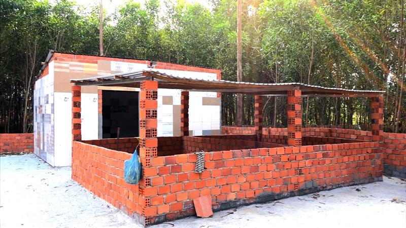 UBND xã Tam Anh Nam đã lập biên bản 35 trường hợp xây dựng các công trình, vật kiến trúc để chờ giải tỏa, bồi thường. Ảnh: Đ.Q.C