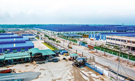 Khu công nghiệp Tam Thăng đang thu hút nhiều dự án quy mô lớn. Ảnh: PHƯƠNG THẢO