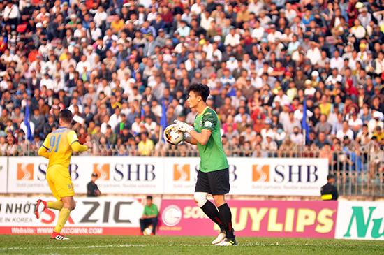 Người hâm mộ đang chờ sự tỏa sáng của thủ môn Bùi Tiến Dũng như ở vòng chung kết U23 châu Á năm 2018. Ảnh: A.N