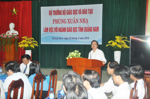 Bộ trưởng Bộ GD-ĐT Phùng Xuân Nhạ đánh giá cao giáo dục Quảng Nam.Ảnh: X.P