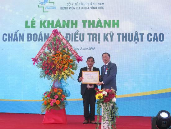Hiệp hội Bệnh viện tư nhân Việt Nam trao Bằng khen về những thành tích xuất sắc BV Vĩnh Đức làm được