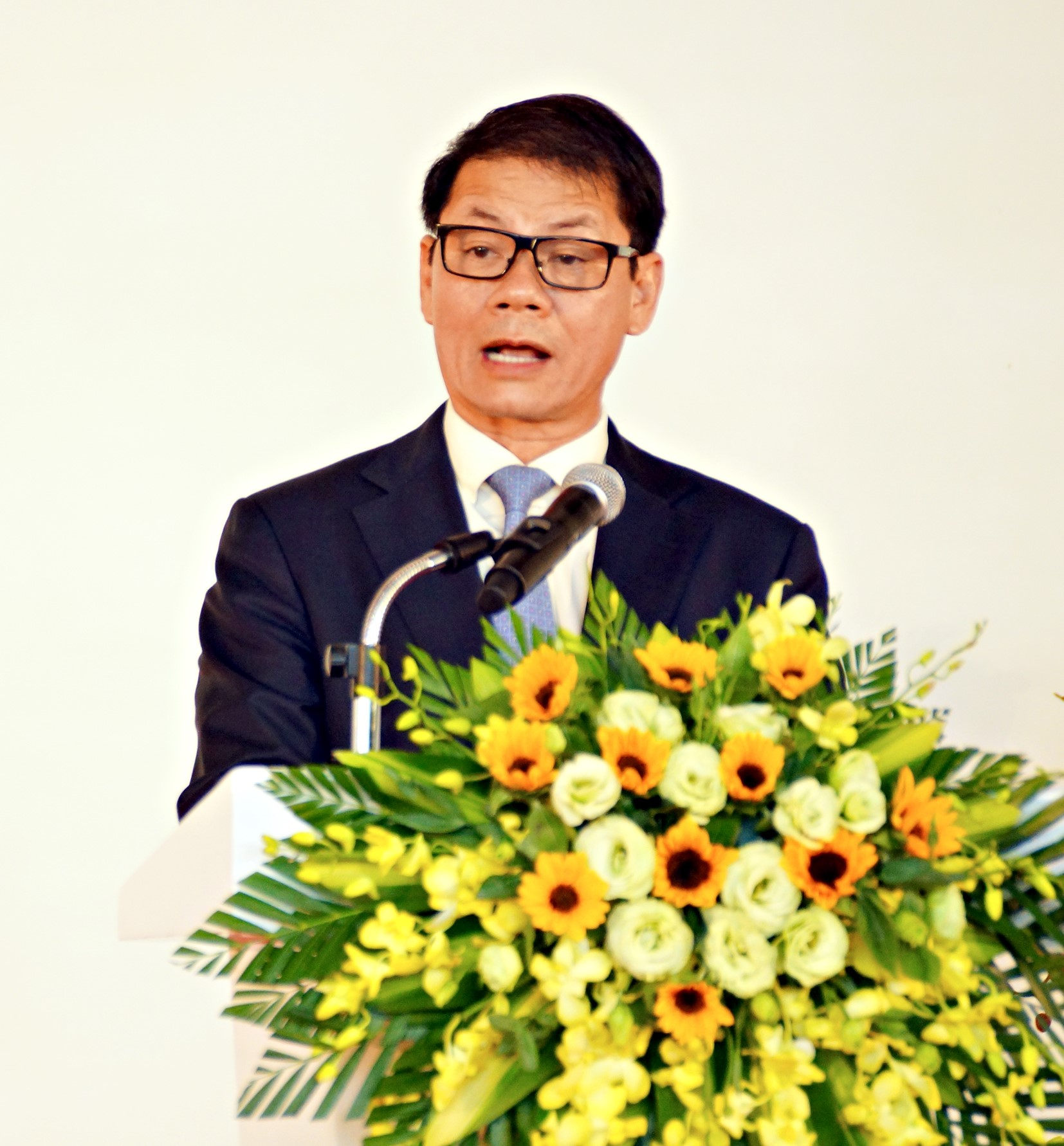 THACO's Chairman Tran Ba Duong gives his speech at the event