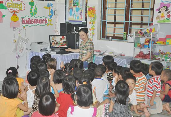 Xây dựng trường học lấy trẻ làm trung tâm góp phần nâng cao chất lượng giáo dục mầm non. Ảnh: X.P