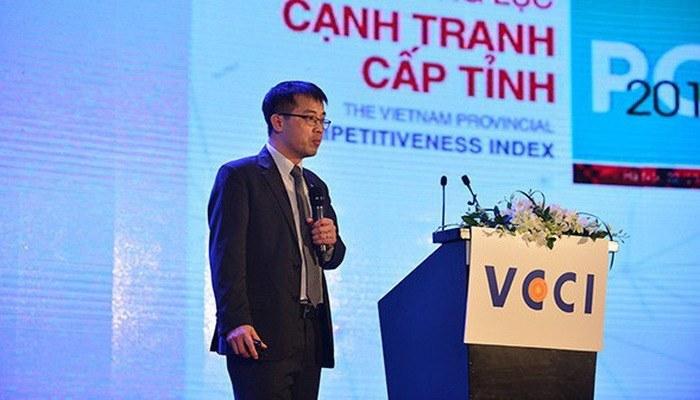 Ông Đậu Anh Tuấn, Trưởng ban Pháp chế VCCI công bố báo cáo PCI sáng 28/3