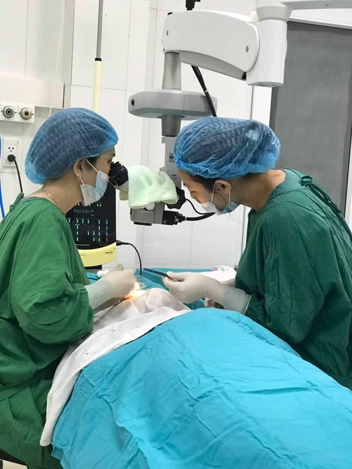 Phẫu thuật thủy tinh thể tại BVĐK Quảng Nam. Ảnh: C.N