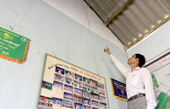 Nhà văn hóa thôn Tú Cẩm (xã Bình Tú) đã xuống cấp nghiêm trọng cần được đầu tư xây mới. Ảnh: PHAN VINH