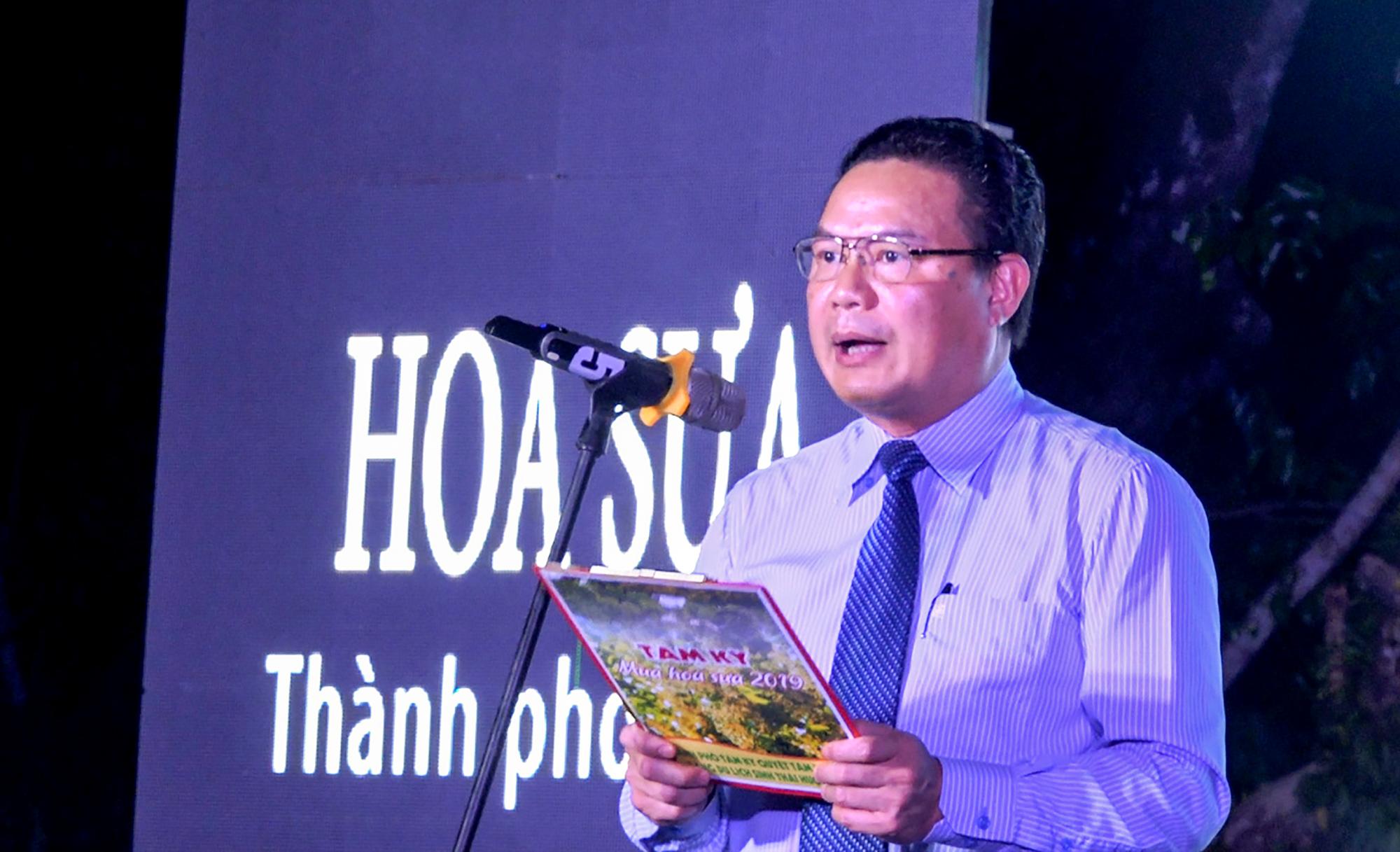 Phó Chủ tịch UBND tỉnh Lê Văn Thanh phát biểu khai mạc lễ hội. Ảnh: HỒ QUÂN