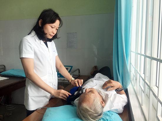 Bệnh nhân tham gia khám và điều trị tại Bệnh viện YHCT sẽ có thêm lựa chọn việc điều trị nội trú ban ngày, bên cạnh điều trị nội trú và ngoại trú lâu nay. Ảnh: X.H