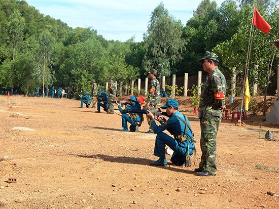 Lực lượng dân quân năm nhất tham gia huấn luyện năm 2019. Ảnh: VÕ LY