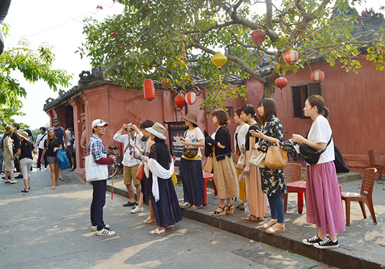 Tourists in Hoi An city. Photo: baoquangnam
