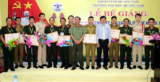 The members of the course at the ending ceremony.