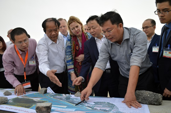 Dutch experts and Vietnamese officials find solutions to prevent Hoi An city's  coastal erosion.
