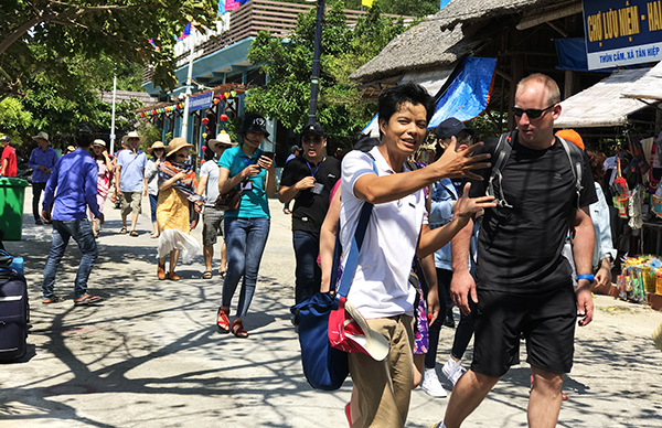 Domestic and foreign visitors in Cham Islands.