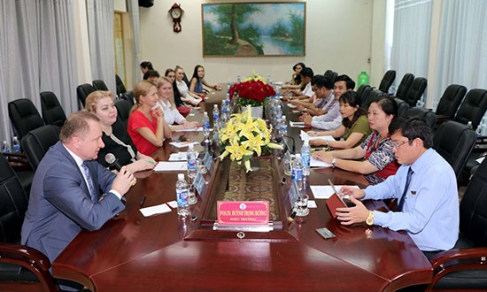 The delegation from Kurgan University working with Quang Nam University