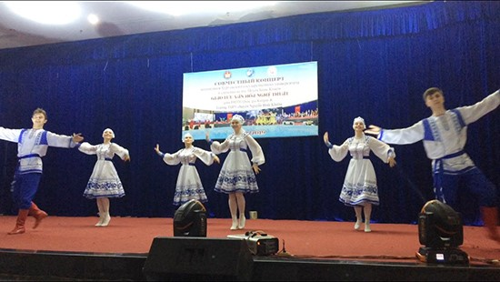 An art performance by students from Kurgan at Nguyen Binh Khiem Specialized High School
