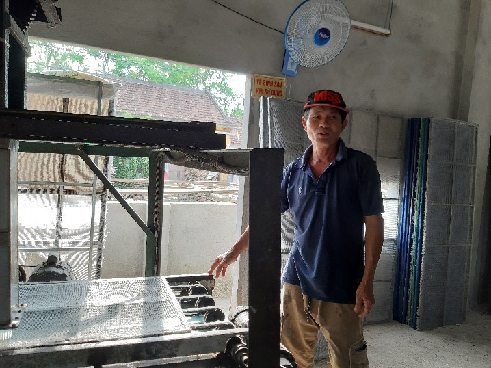 Modern equipment in Anh's factory.