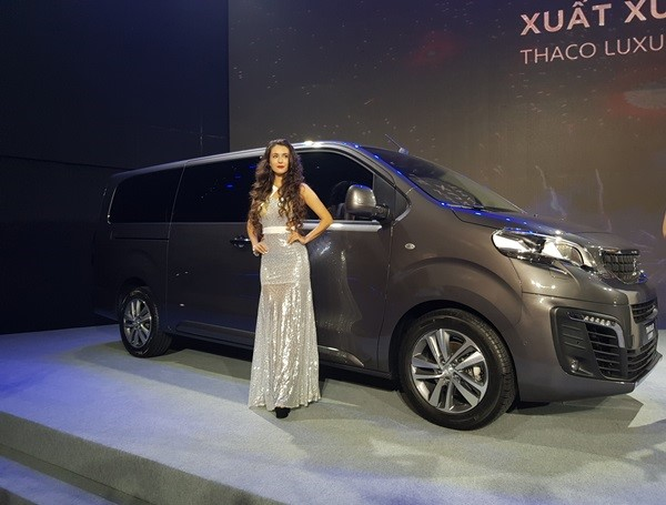 A Peugoet Traveller at the event.
