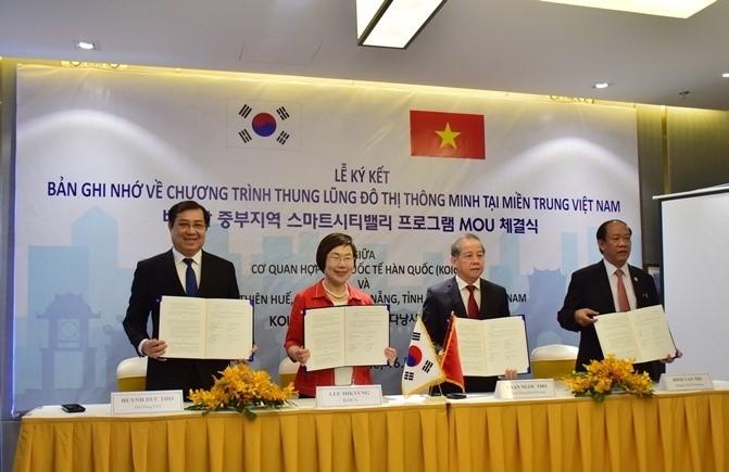 Leaders of Quang Nam (right), Thua Thien Hue, Da Nang and KOICA. Photo: baodanang