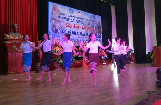 Lao students' art performance in Quang Nam.
