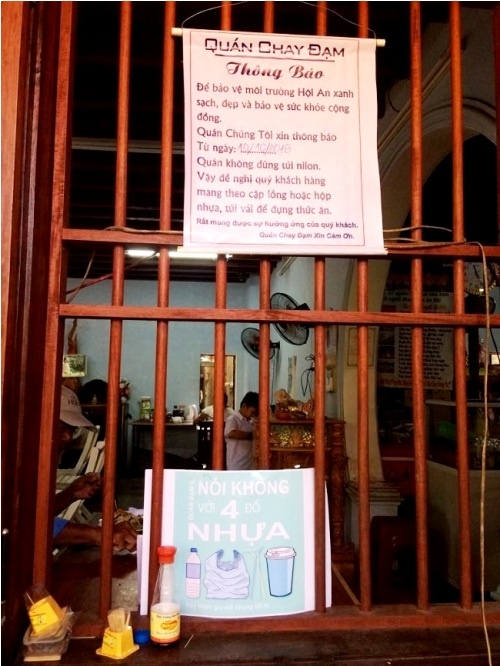 A restaurant in Hoi An saying no to plastic bags.