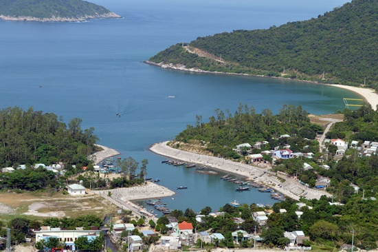 Overview of Cham Islands.