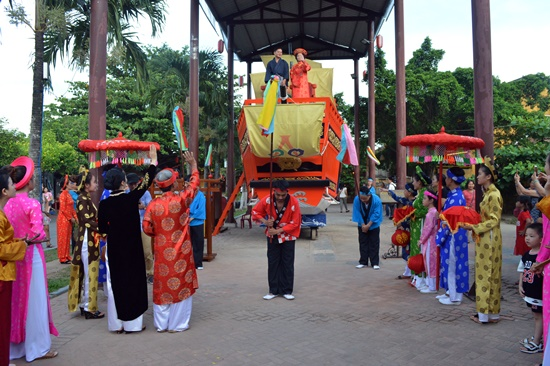 Reappearance of the wedding of Princess Ngoc Hoa and merchant Araki.