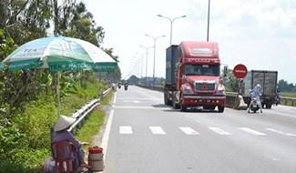 Quốc lộ 1 qua Thăng Bình tiềm ẩn nhiều nguy cơ gây TNGT. Ảnh: C.T