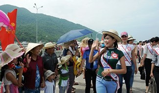 """""""Miss Beauty"""" contestants have begun their first activities in Quang Nam province."""