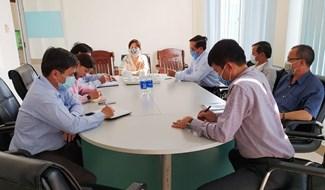 Đoàn khảo sát làm việc về công tác cách ly tại các doanh nghiệp.