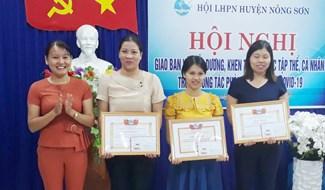 Hội LHPN huyện Nông Sơn tuyên dương, khen thưởng cá nhân, tập thể có thành tích trong công tác phòng chống dịch Covid-19 thời gian qua. Ảnh: THU PHƯƠNG