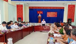 Phó Chủ tịch UBND tỉnh Trần Văn Tân làm việc với UBND xã Quế Lộc. Ảnh: HOÀNG LIÊN