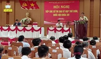 Đông đảo cử tri vùng đông Duy Xuyên tham gia buổi tiếp xúc cử tri tại xã Duy Nghĩa. Ảnh: HOÀNG LIÊN