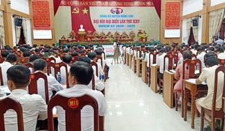 Ra mắt Ban Chấp hành Đảng bộ huyện Nông Sơn khóa XXV, nhiệm kỳ 2020-2025. Ảnh: H.L