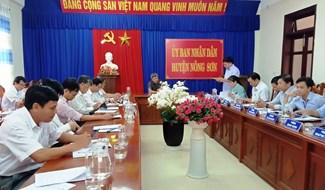 Phó Chủ tịch UBND tỉnh - Hồ Quang Bửu làm việc với UBND huyện Nông Sơn và các sở ngành. Ảnh: HOÀNG LIÊN