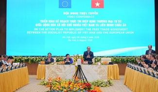 Thủ tướng chào mừng các đại biểu dự Hội nghị. Ảnh: VGP/Quang Hiếu