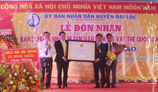 Đại Lộc vinh dự đón nhận Bằng công nhận Di sản văn hóa phi vật thể cấp quốc gia Lễ hội Bà Phường Chào. Ảnh: H.L